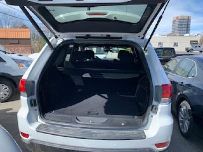 2019 White Jeep Grand Cherokee Laredo 4WD (1C4RJFAG2KC) with an 3.6L V6 DOHC 24V engine, 8A transmission, located at 3200 1st Avenue North, Billings, MT, 59101, (406) 245-9055, 45.779270, -108.510742 - Photo #11