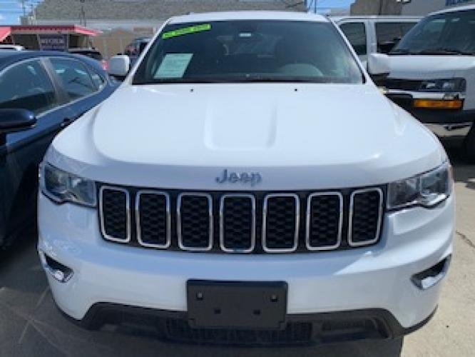2019 White Jeep Grand Cherokee Laredo 4WD (1C4RJFAG2KC) with an 3.6L V6 DOHC 24V engine, 8A transmission, located at 3200 1st Avenue North, Billings, MT, 59101, (406) 245-9055, 45.779270, -108.510742 - Photo #1