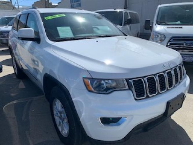 2019 White Jeep Grand Cherokee Laredo 4WD (1C4RJFAG2KC) with an 3.6L V6 DOHC 24V engine, 8A transmission, located at 3200 1st Avenue North, Billings, MT, 59101, (406) 245-9055, 45.779270, -108.510742 - Photo #2