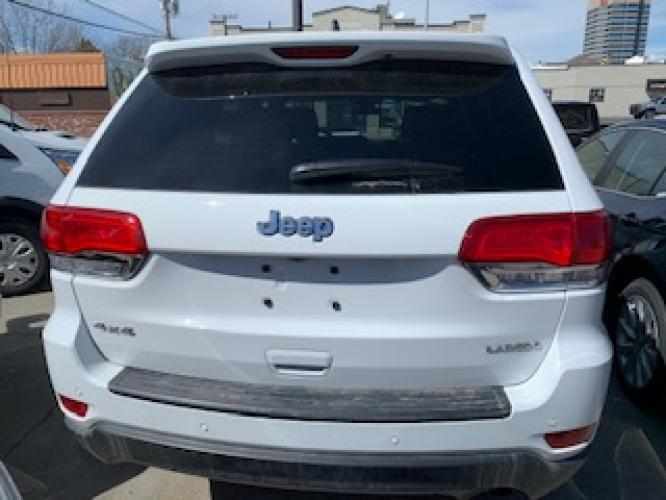 2019 White Jeep Grand Cherokee Laredo 4WD (1C4RJFAG2KC) with an 3.6L V6 DOHC 24V engine, 8A transmission, located at 3200 1st Avenue North, Billings, MT, 59101, (406) 245-9055, 45.779270, -108.510742 - Photo #4