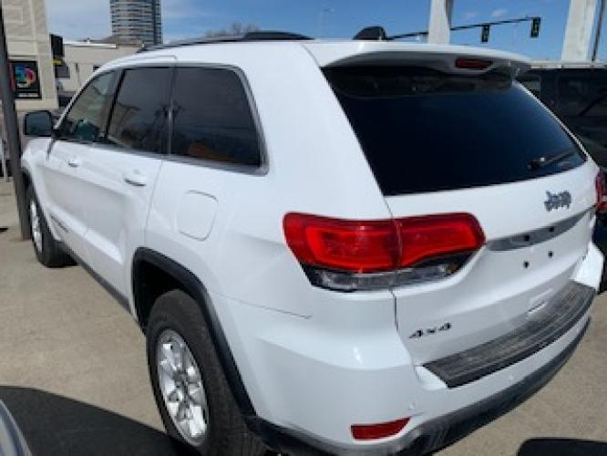2019 White Jeep Grand Cherokee Laredo 4WD (1C4RJFAG2KC) with an 3.6L V6 DOHC 24V engine, 8A transmission, located at 3200 1st Avenue North, Billings, MT, 59101, (406) 245-9055, 45.779270, -108.510742 - Photo #5